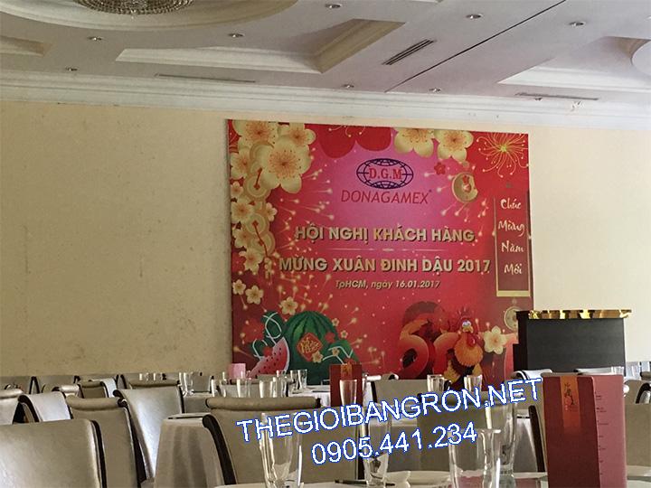 thi cong backdrop tat nien