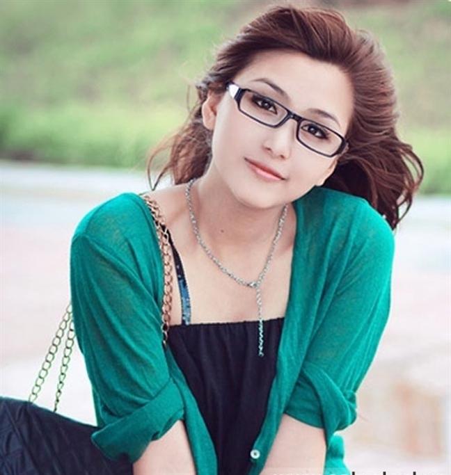 Cách chọn mắt kính phù hợp cho người những mũi thấp