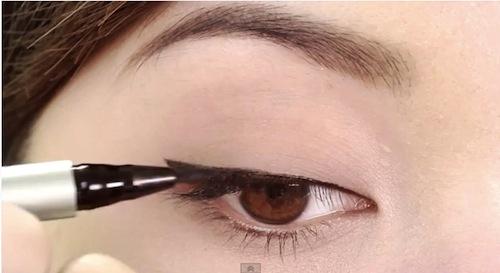 Kẻ đuôi mắt có tác dụng tạo điểm nhấn giúp đôi mắt sắc sảo